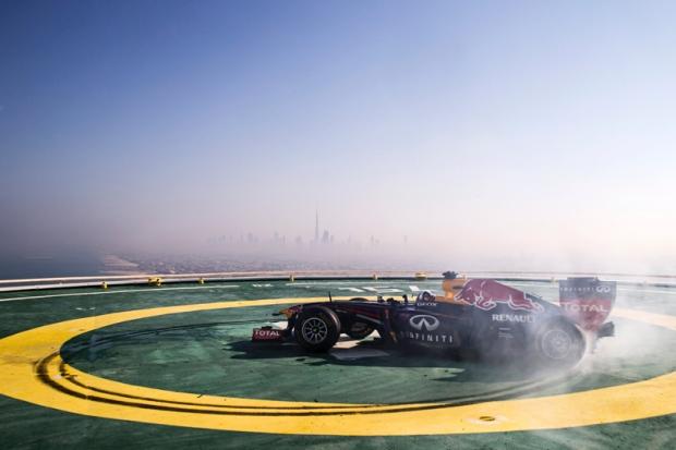 ALOHANEWS - RED BULL RACING CELEBRA EN EL RASCACIELOS DE DUBAI