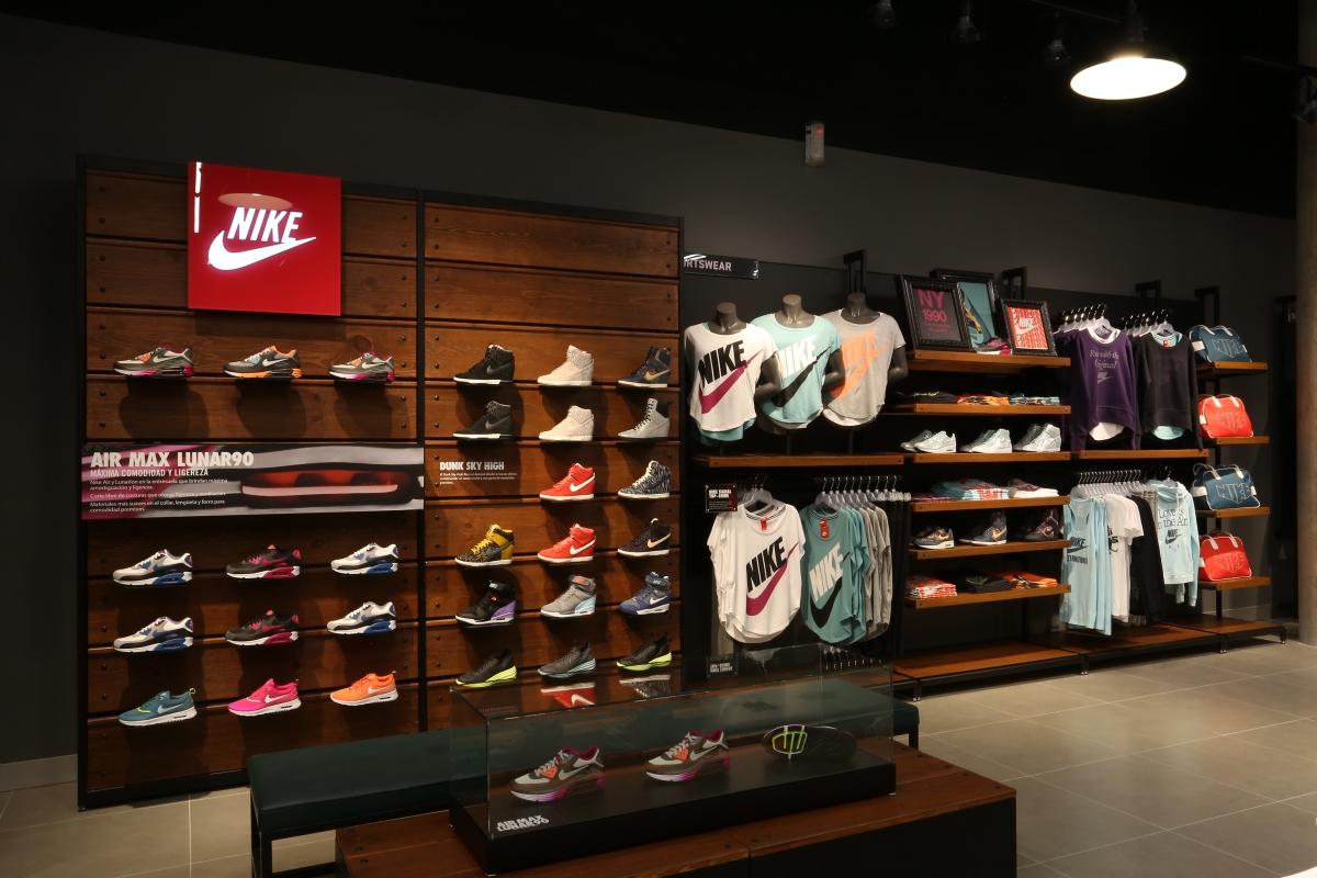 Lo urbano llega a guadalajara en la nueva nike store for Outlet design online